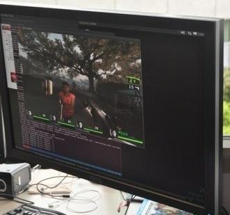求生之路2 在 Ubuntu 11.10 上原生運行,驅動爲 AMD Catalyst。