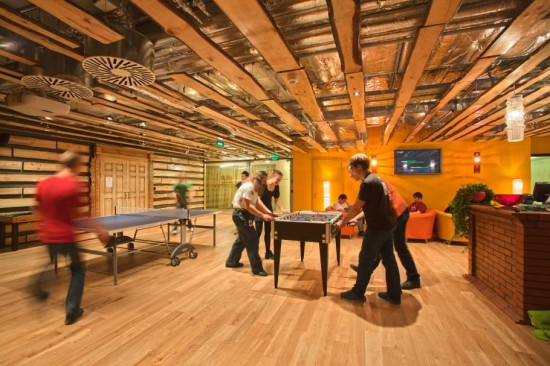 walk-in-play-a-game-of-ping-pong