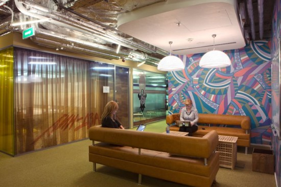 another-little-meeting-space-for-employees-to-chat