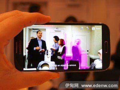 Galaxy S4配备高达1300万像素的摄像头,而iPhone 5仅为800万像素