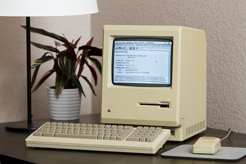 苹果Macintosh Plus电脑