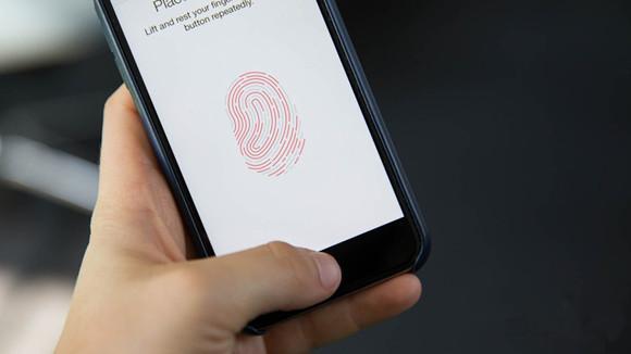 第一款带指纹识别手机 负面缠身的苹果陷发展困局,存在挤出第一阵营风险