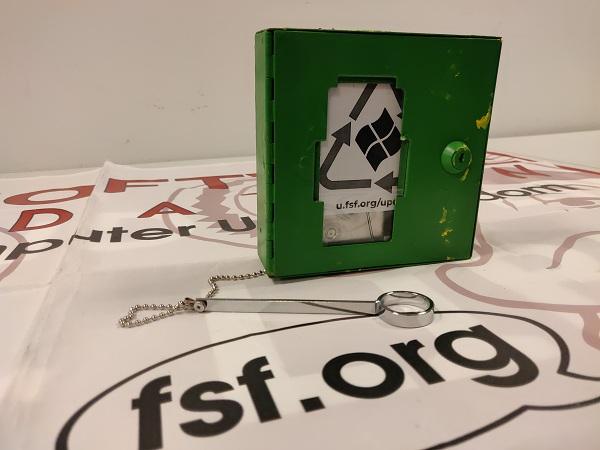 自由软件基金会(FSF)给微软寄硬盘,欲空手套代码